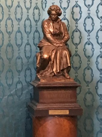 Liszt Ferenc Memorial Museum: Statue of Beethoven