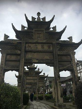 Longchang County, Trung Quốc: Longchang Memorial Archways Portiques de Longchang