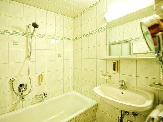 Bad im Vierbettzimmer