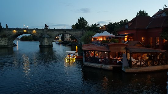 Nabízíme i pronájem lodi s večeří / You can rent a boat and have a dinner cruise