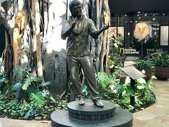 Hali`a Tours and Transportation LLC: Don Ho in the International Market Place in Waikīkī.