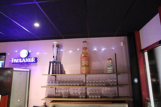Vue intérieure du bowling; le bar