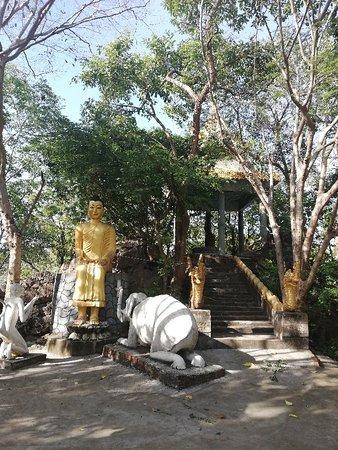 Phnom Sampov Battambang  Cambodiandriver.com