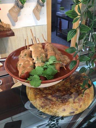 Bugattis Gastro Bar: Chicken Satay Skewers