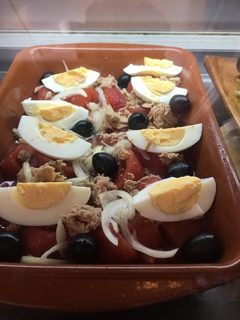 Bugattis Gastro Bar: Spanish Egg Salad