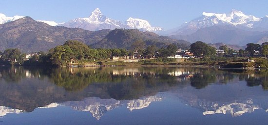 Tour exclusivo de ida y vuelta en Pokhara privado: Pokhara is the ideal place for hiking with the excellent view of Annapurna Range, Fishtail, Dhaulaghiri and many more. Pokhara is the 2nd biggest destination of Nepal after Kathmandu and entry/ exit point of many trekking.The famous trekking around the Pokhara is Upper Mustang Trek, Annapurna Base Camp Trek, Round Annapurna Trek, Mardi Himal Trek and many more short hiking to Thulokot, Kaskikot, Lumle-Chandragiri, Kande - Australian Camp, Phedi- Dhampus etc. Pokhara is famous for its easy access