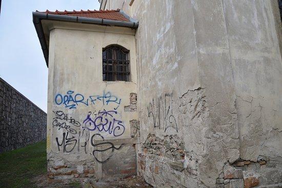 St. Nicholas' Church: Múry chrámu