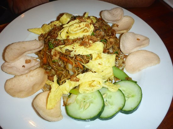 Stakz Bar & Grill: Mie Goreng, attractively plated and very tasty!
