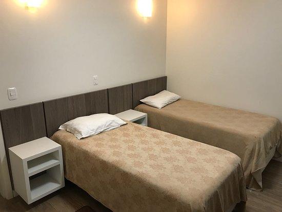 Parai, RS: Quartos climatizados com banheiro e televisão solteiro.