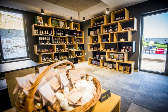 Barone Shop presents authentic, high-quality, handmade products that local producers created with love, care and expertise just for you. Products in our souvenir shop are inspired by heritage, history and centuries-old tradition