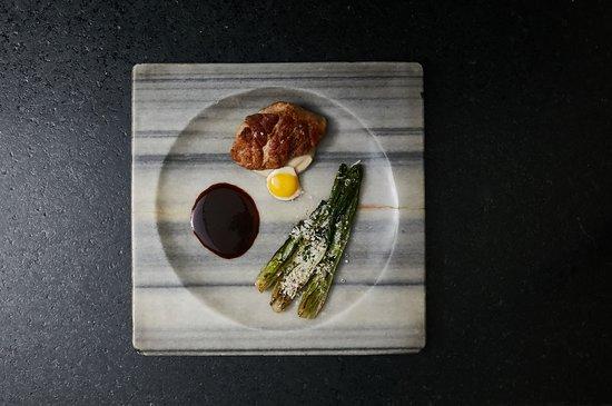 Maras Restaurante: Mollejas de ternera rostizadas con puré de pallares, huevo de codorniz y mantequilla de trufas.