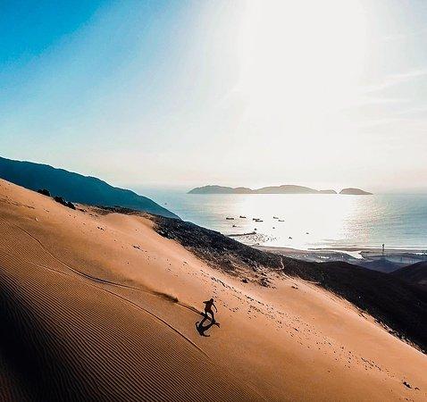 Chimbote, Peru: Join us in the sandboarding adventure in the largest dune in northern Peru.  Unetenos a la aventura sandboarding en la duna más grande del norte del Perú