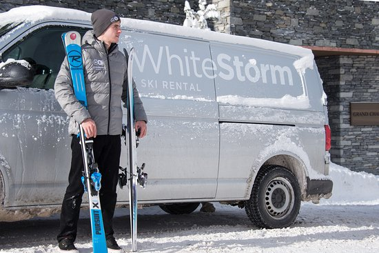Courchevel, Francia: White Storm offer in-store fitting and ski rental delivery accross The Three Valleys
