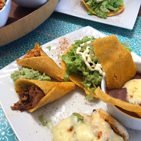 Milagros para Compartir (Milagros to Share), Milagros Inesperados (Unexpected Miracles), Señora de los Milagros (Our Lady of Miracles), the names of the dishes are beautiful, all related to the theme of the restaurant.