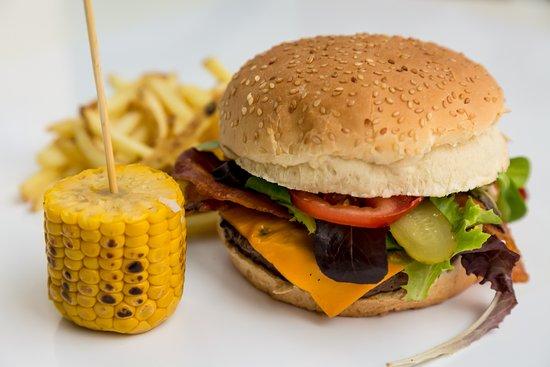 special burgers: black angus irlandese, cheddar cheese, bacon, insalata, pomodoro, cetriolo