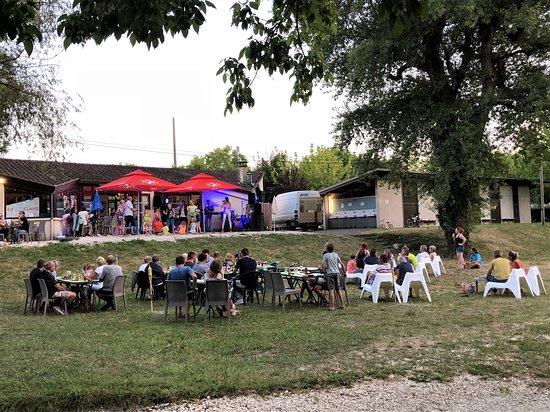 Saint-Julien-de-Lampon, Frankrijk: Snack Bar Le Bourniou Camping Dordogne