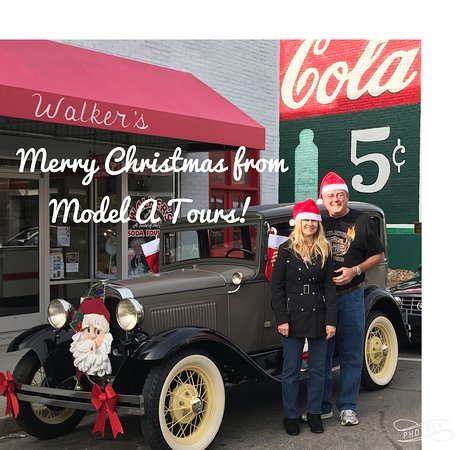 Mount Airy, NC: Merry Christmas from Model A Tours in beautiful downtown Mt. Airy, NC    Ah-ooo-Gah!  Ah-ooo-Gah!