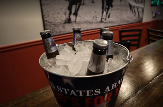 Boonsboro, מרילנד: Our bucket of beer special