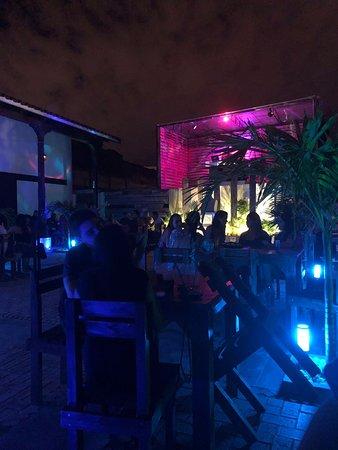 En Doña Ejta Pub con los amigos