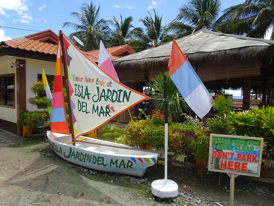 Isla Jardin del Mar Resort: Entrance to the restaurant