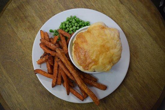 The Penny Farthing Cowbridge : homemade beef pie