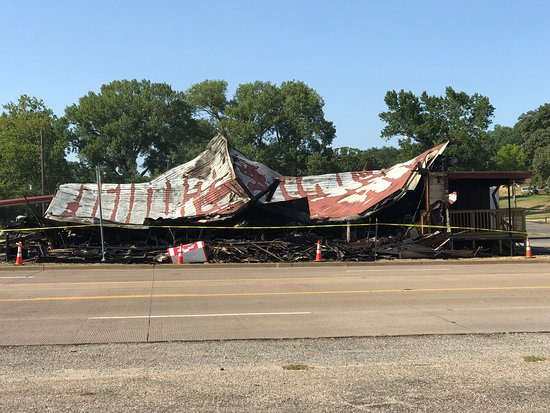 Frankston, TX: This restaurant burned down on August 3, 2018 and has not been rebuilt.