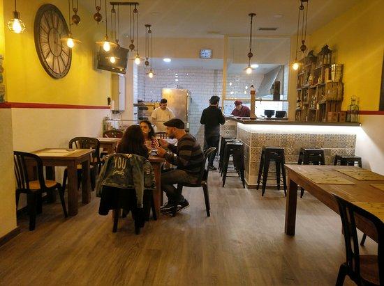 IL PANINO & Ottavo Colle: Salón 1. Cocina y Pizzería. Inauguración 6 de Diciembre.
