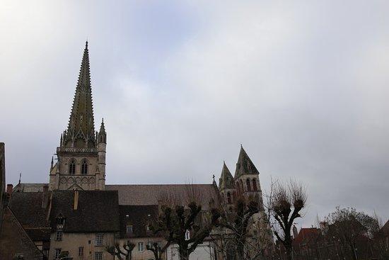 Autun : Visite extérieure de l'Évêché d' AUTUN