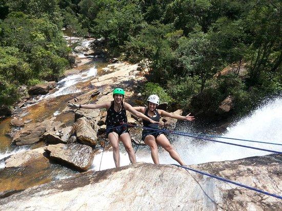 Araponga: Atividade de Rapel na Cachoeira do Boné 45m de altura e ainda da para tomar um banho na cachoeira em quanto pratica. Contato: In Natura - Ecoturismo e Aventuras 31 999238805
