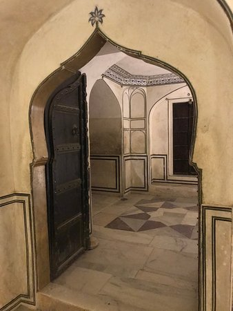 Amber Fort: Inside the fort, door are at a right angle to hallways to slow any possible intruders.