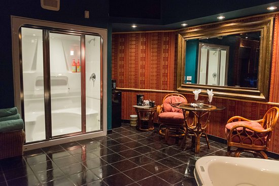 Mariaggi's Theme Suite Hotel & Spa: Caribbean - Steam shower and private dining