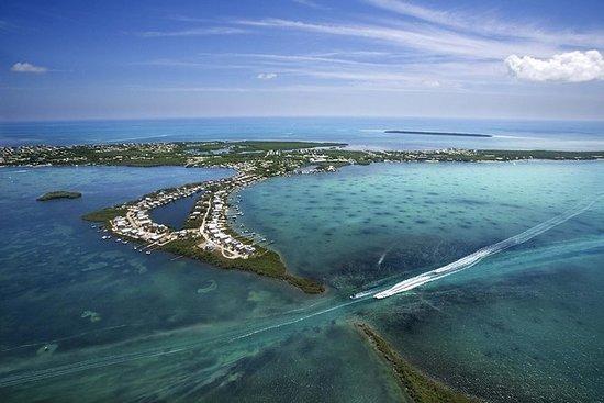 Voo de helicóptero sobre Florida Keys