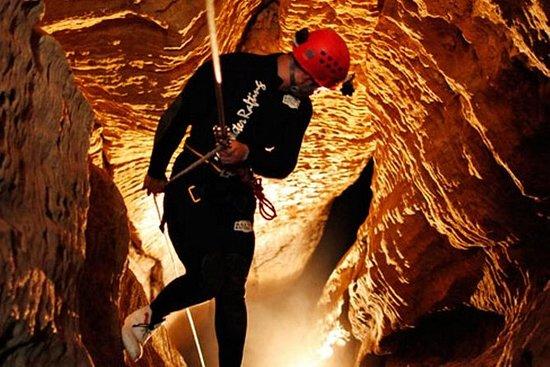 怀托摩洞穴冒险