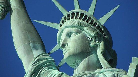 ニューヨーク市のダブルデッカーバスと自由の女神像ウォーキングツアーコンボ
