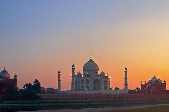 Soloppgang Tour of Taj Mahal fra Delhi...