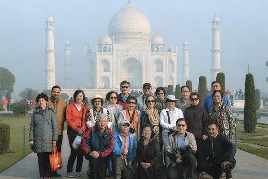 有一天阿格拉观光并在德里机场降落