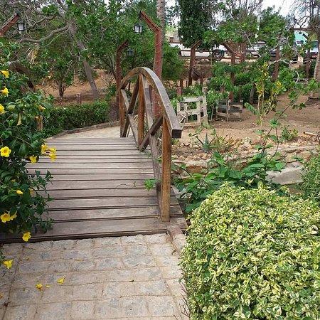 Belo Jardim, PE: Ponte para o acesso ao restaurante.