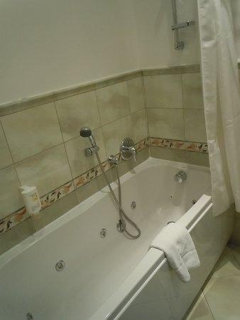 Bathtub / shower
