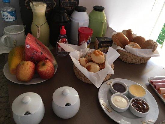 Café da manhã servido no quarto.