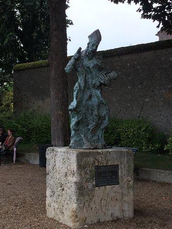 Statue de l'Eveque Saint Fulbert