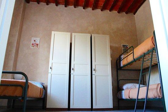 Madonna Dell'Acqua, Italy: Camera Mimosa al primo piano. Ideale per 3 persone con bagno privato e colazione inclusa.