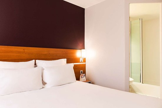 Linas, Frankreich: Guest room with one bed