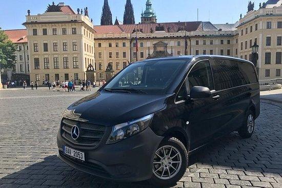 私人迷你教練從柏林到布拉格最多可容納8人