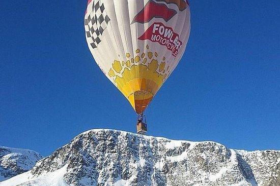 Viaje en globo aerostático por encima...