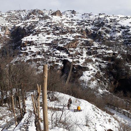 Область Сюник, Армения: Khndzoresk caves