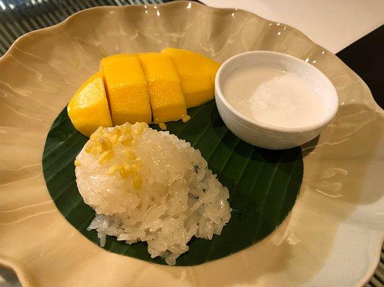 Siam Kempinski Hotel Bangkok: Room Service: 芒果糯米飯, 好味!