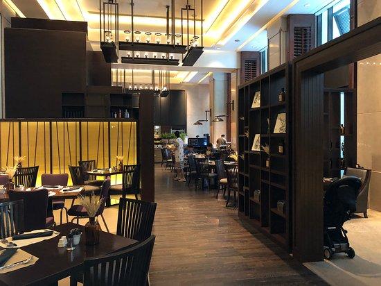 Siam Kempinski Hotel Bangkok: 食早餐的地方