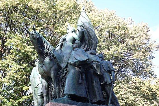 Monument à Alexandre Ier de Yougoslavie et Pierre Ier de Serbie