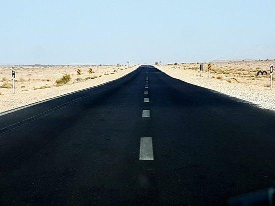 Straße durch die Wüste / Mesr kavir / iran tour guide