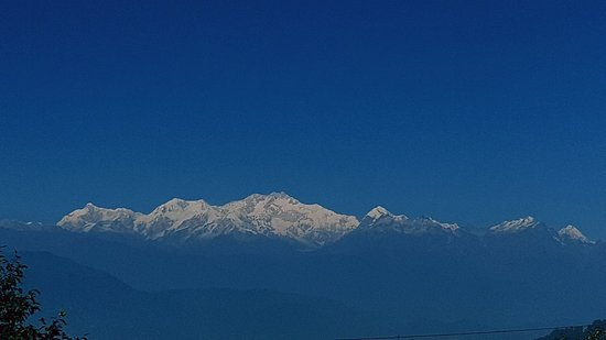 Darjeeling District, India: Super clear sky and the clear view of Kunchunjanga range.